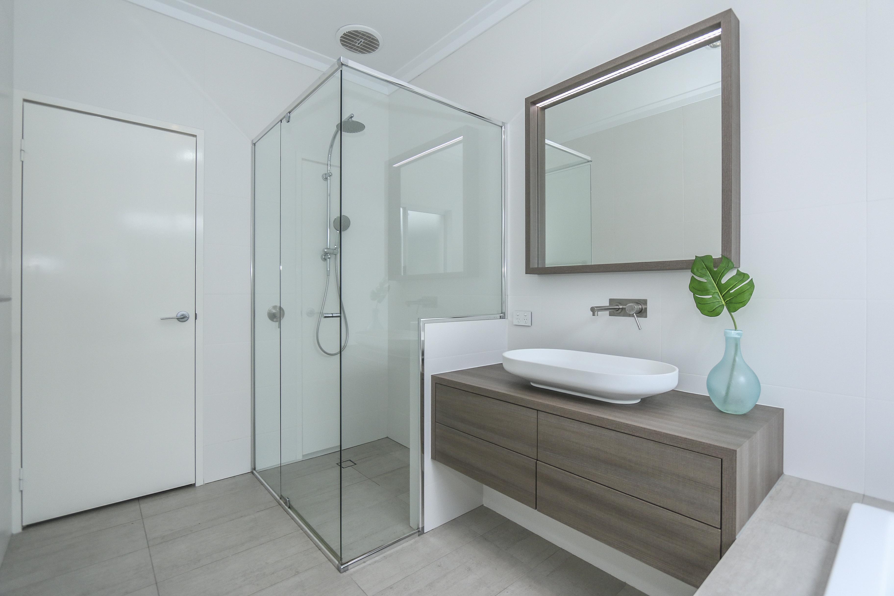 Custom bathrooms kbl remodelling kbl remodelling for Custom bathroom designs
