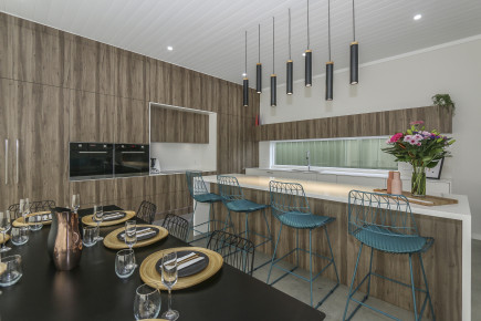 contemporary-kitchen-with-wooden-design